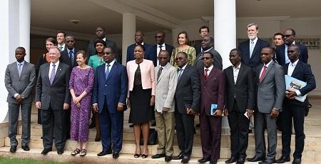 Photo-de-famille-Ambassadeur-Gilmour-Premier-Ministre-Togolais-Thomas-Kelly-vice-President-Morgan-Grace-Directrice-pour-le-Togo-et-les-deux-délégations-MCC-et-du-Togo